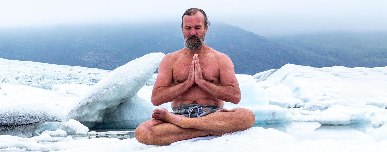 Wim Hof medituje naľadovej kryhe